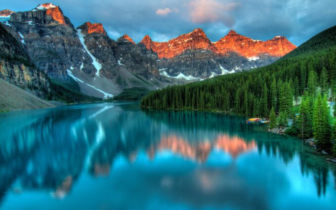 Lake and Mountain Background Wallpaper